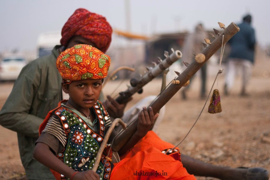 A2Z-BADGE-2017-blogging-challenge-theme-reveal-travel-stories-picture-speaks-louder-than-words-april-shalzmojosays-roadtrip-girltravel-india-ravanhattha-pushkar-musical-instrument-nomad-camel-fair-rajasthan-desert-traditional-tribal