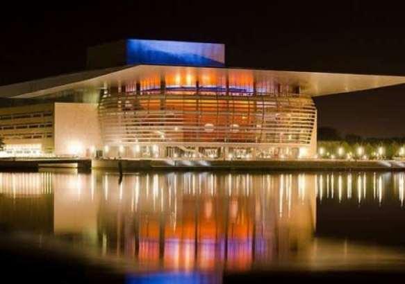 Здание Оперного театра.