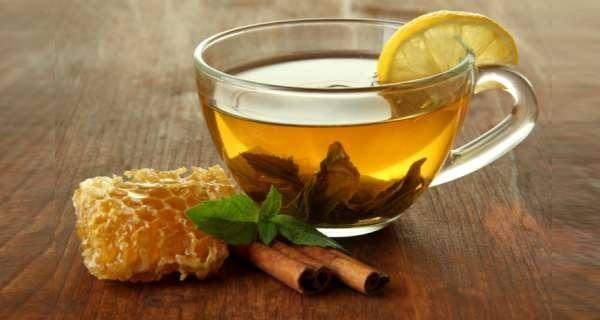 مشروب القرفة والشاي والليمون