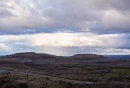 Regenströme in der Ferne   Rain streams in the distance