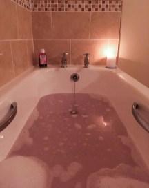 Juhu, endlich eine eigene Badewanne!   Yay, finally an own bath!