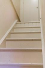 Treppen hinauf in ein weiteres Gästezimmer   Stairs to another guestroom