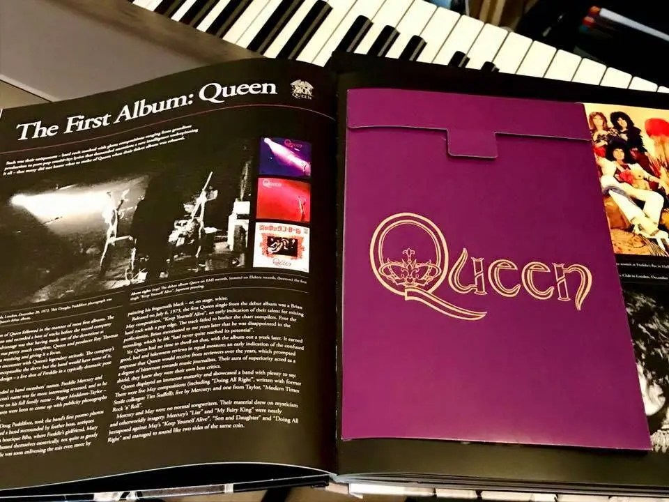 Queen First Album Pull out