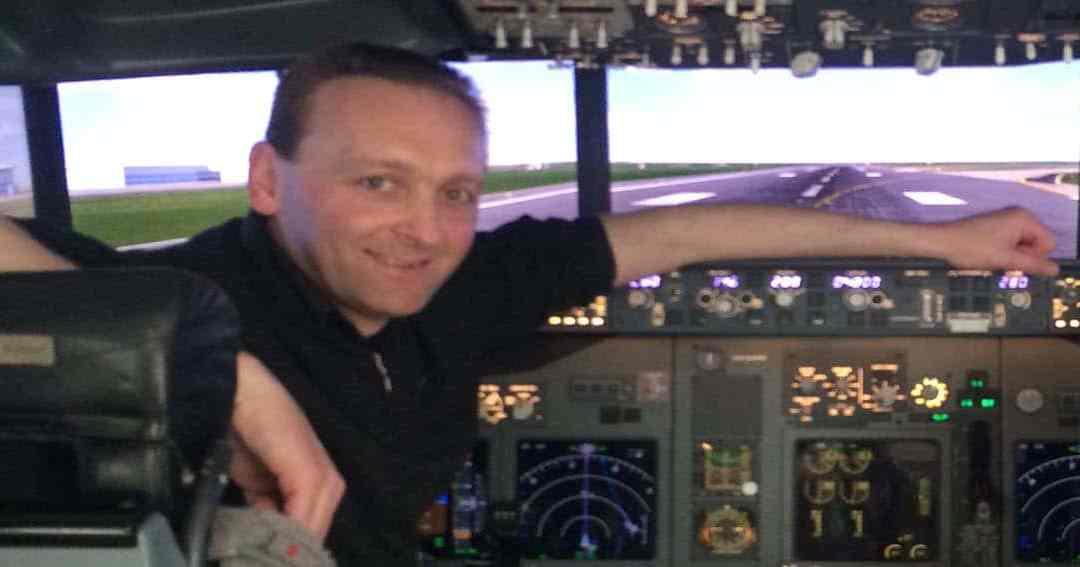 Flying a Boeing 737 flight simulator in Dublin Airport