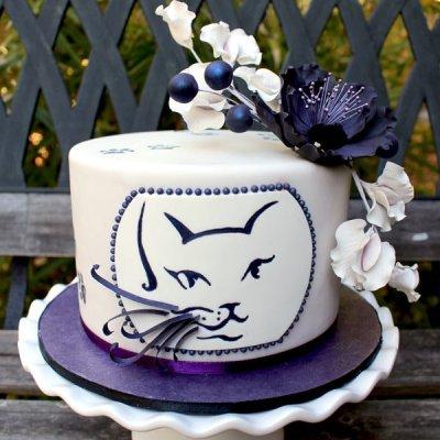 Cat portrait cake with sugar flowers
