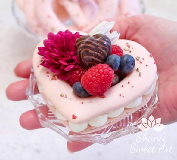 Heart shaped Valentines macaron cream tarts recipe & tutorial