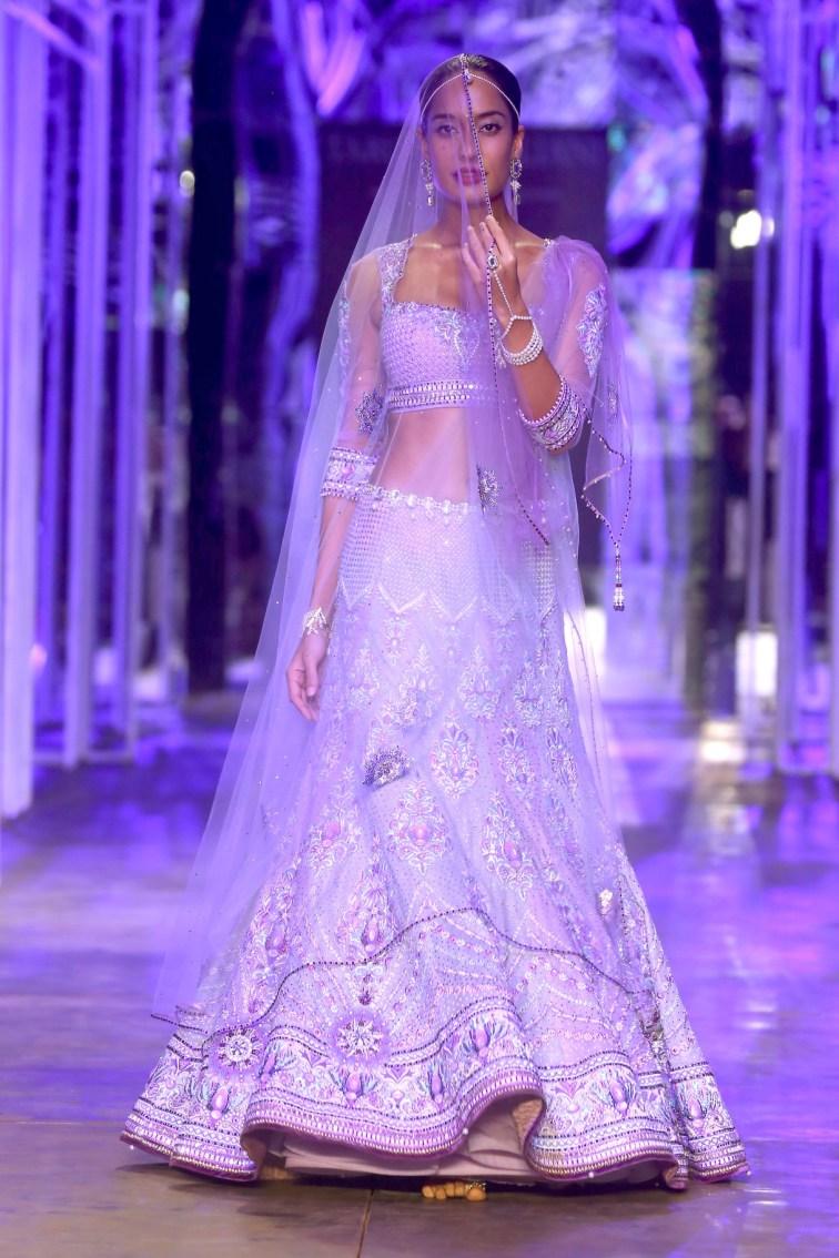 A model showcasing Tarun Tahiliani's creation