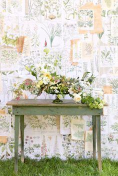 f2fab82b75f00610bcfb4bf3d586abb3--altar-flowers-backdrop-wedding