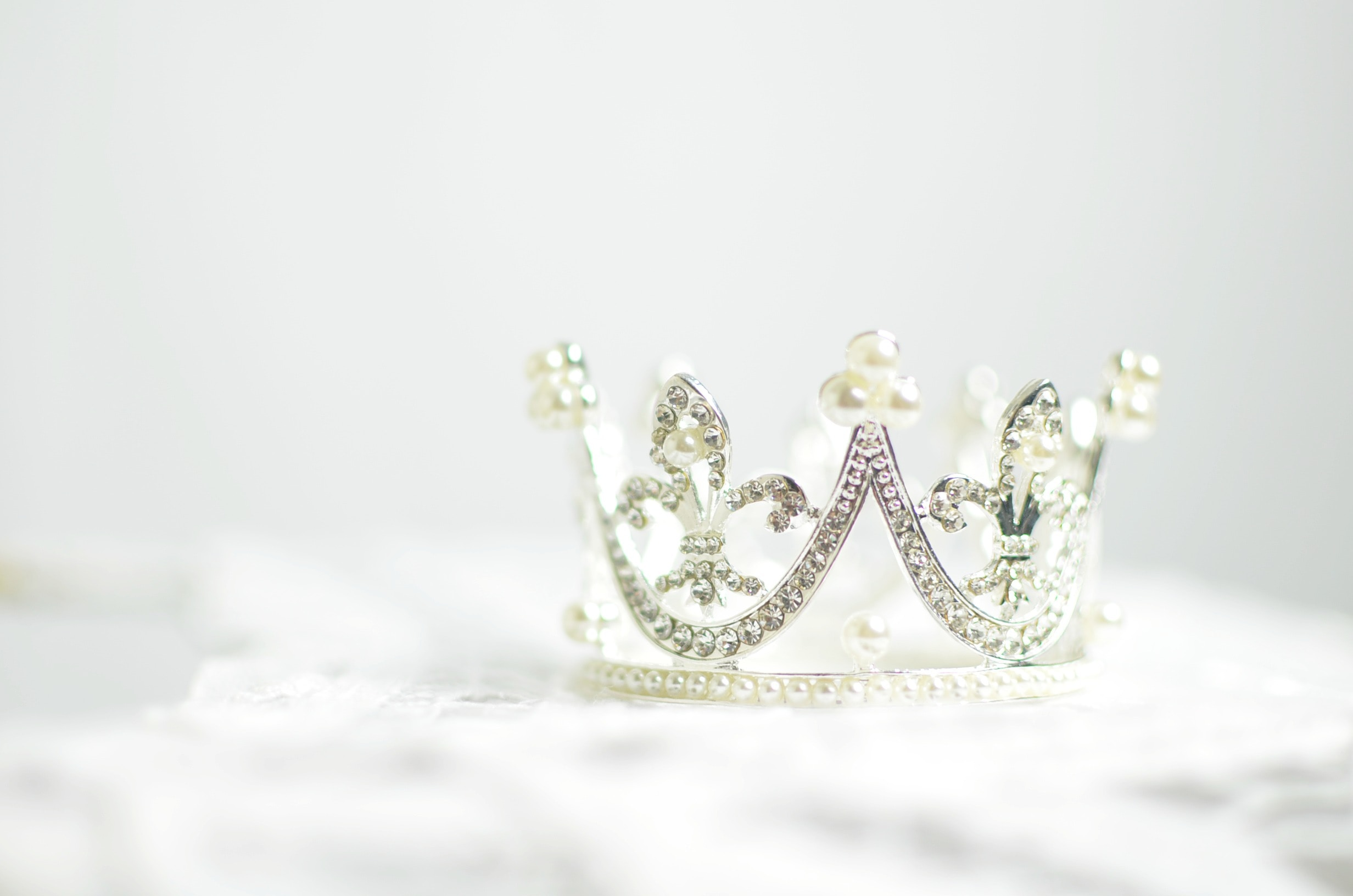 A white crown - the symbol of privilege