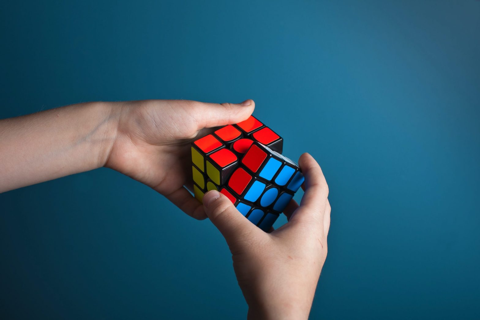 Two hands holding a Rubik's Cube