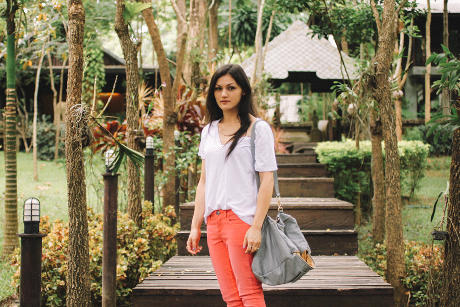 Thai fashion blogger in Chiang Mai. Fluoro pink skinny jeans outfit. North Thailand travel.