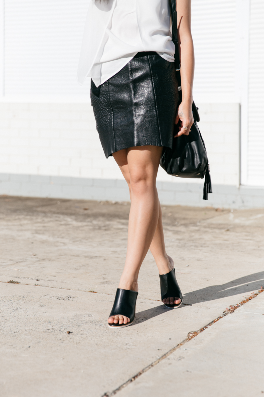 Perth street style. Perth fashion blog. Minimalist style outfit. Leather skirt & leather mules.