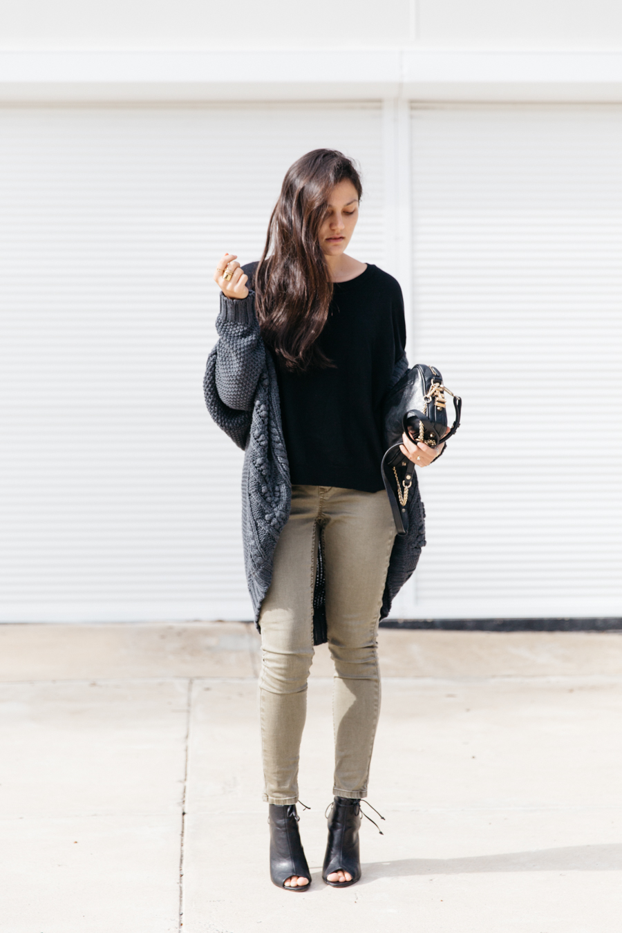 Khaki jeggings & chunky knit cardigan outfit.