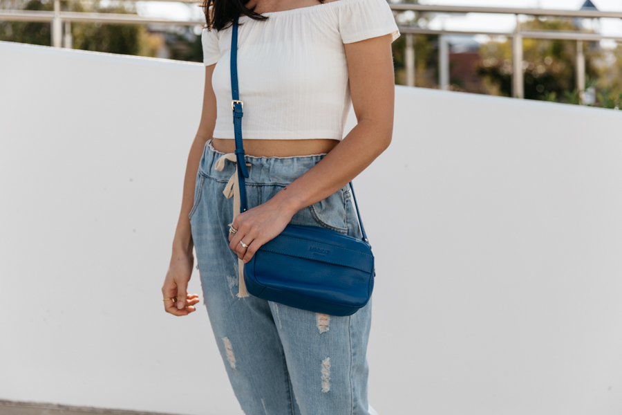 Cobalt blue leather shoulder bag. Minskat Copenhagen Isobel.
