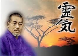 Mikao Usui pratiqua des guérisons et soulagea beaucoup de personnes pr la pratique du Reiki. Il enseigna sa méthode. Reiki signifie force de vie universelle. Elle se e par appositions des mains.