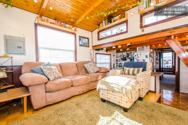 barge-tiny-house-airbnb-vacation-rental-03-600x400