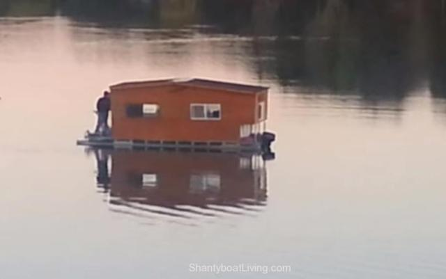 REDNECK PONTOON HOUSEBOAT! NOW HAVE WE SEEN IT ALL- - YouTube.clipular