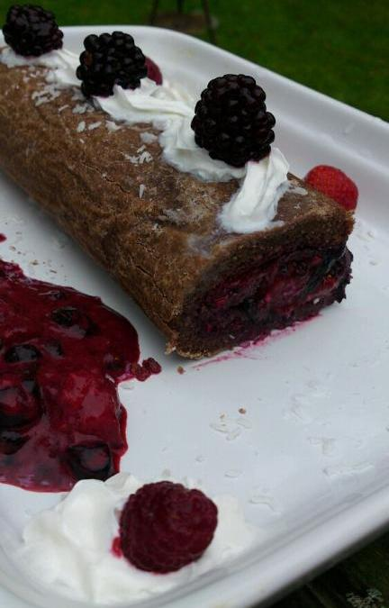 Helens rulltårta – choklad och bär. Glutenfri.