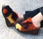 ファーサンダルで秋冬のおすすめ!モノトーン・暖色カラーが人気?