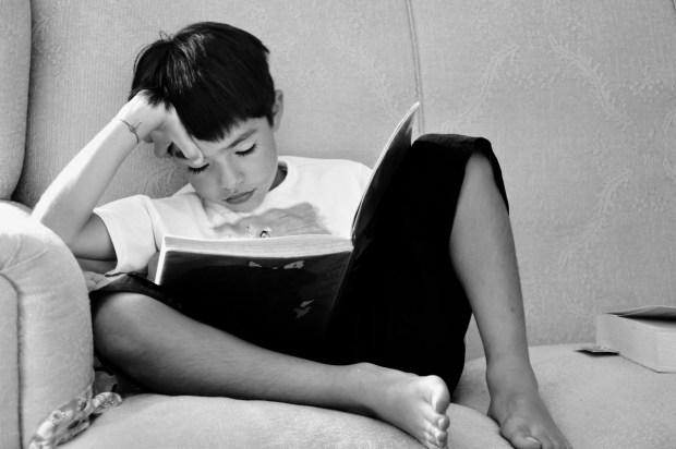 black-and-white-book-child-256548