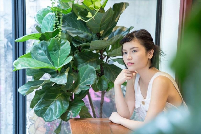 Charlotte 把她的茹素和簡約生活的心路歷程寫成《素系風格:素食與簡約生活的練習》。(鄧倩瑩攝)