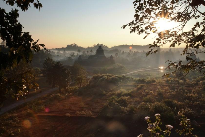 幾近與世隔絕的緬甸妙烏,一年大約才有5000多外地遊客到訪,誰也不曉得它曾經很輝煌,甚至是亞洲最富裕的城市之一!