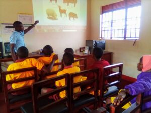 Primary students learning ICT