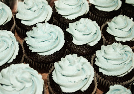 Chocolate cupcakes with blue frosting_edited