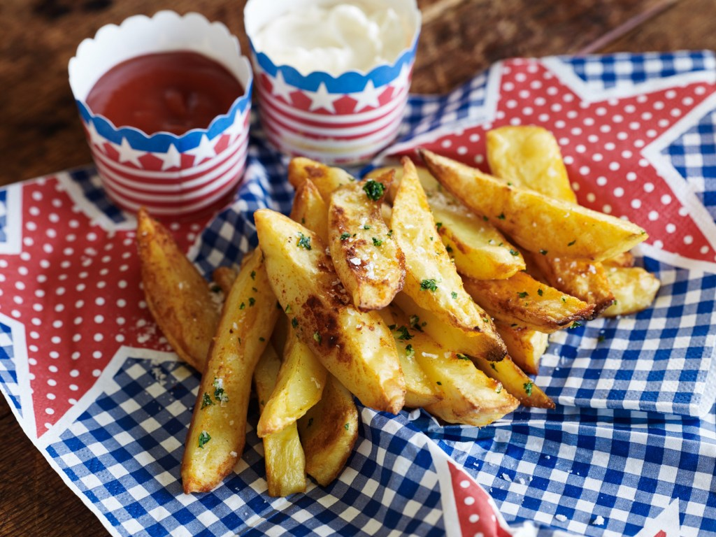 Smoked paprika fries & condiments
