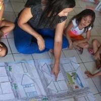 """Projeto """"Amigos do Livro"""" estimula a criatividade do público infantil"""