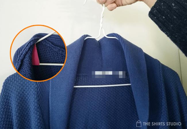 가디건 옷걸이에 걸 때 케어하는 두 가지 방법