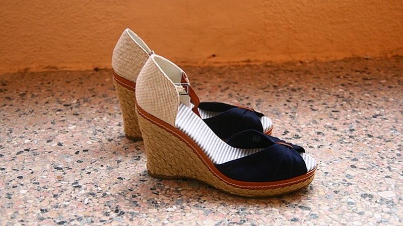 shoes-879302_640