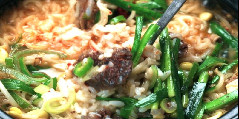 사리곰탕면으로 만드는 초간단 순대국밥