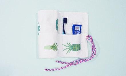 오래된 수건으로 휴대용 세면도구 보관함 만들기