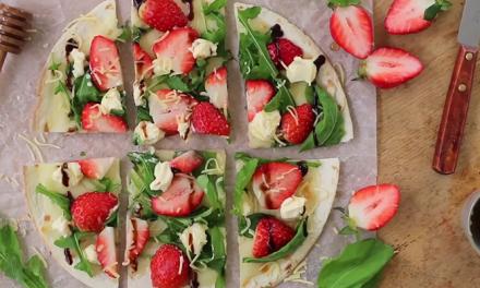 알록달록한 비주얼, 상큼함이 톡톡 터지는 딸기 피자