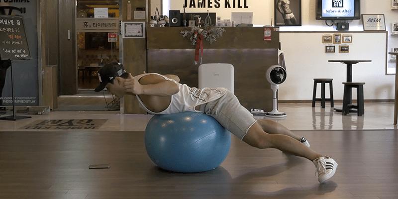 누워서도 슬림탄탄한 몸을 만들 수 있다면? 누워서 하는 잔근육 운동 3종 세트