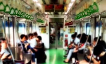 지하철에서 스마트폰 말고 책을 읽어보아요