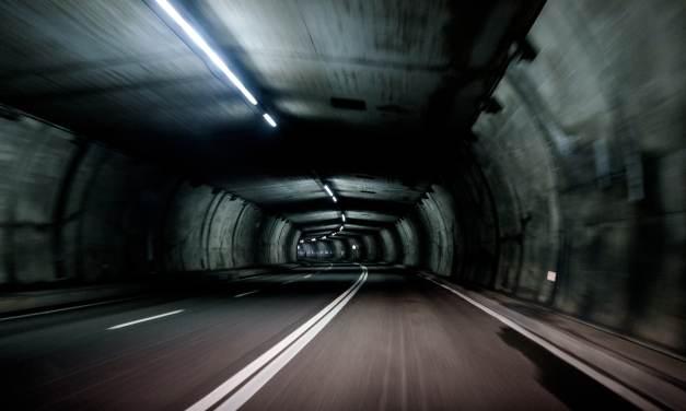 터널 안 안내방송은 나한테만 들린다?!