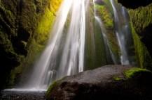 Wasserfall in einer Höhle