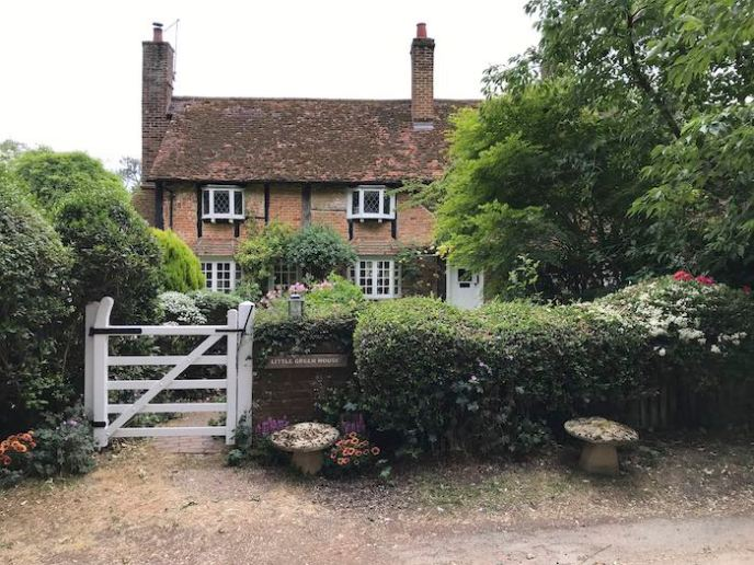 The ideal English cottage on the Whippendell and Harrocks walk