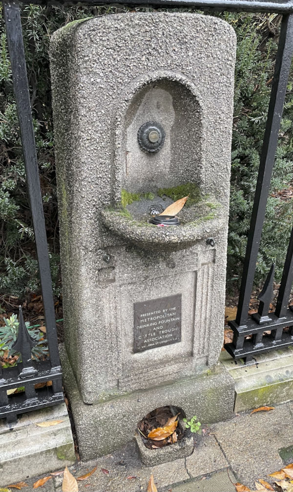Stop for a drink on the Walking Dickensian London Marylebone Tour