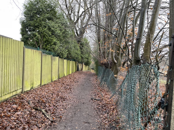 Downhill along the the Rickmansworth Loop walk