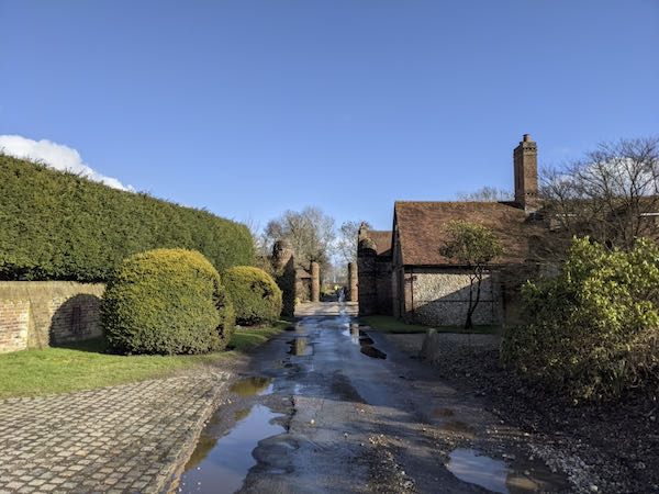 Pendnor House on the mud free Chiltern walk