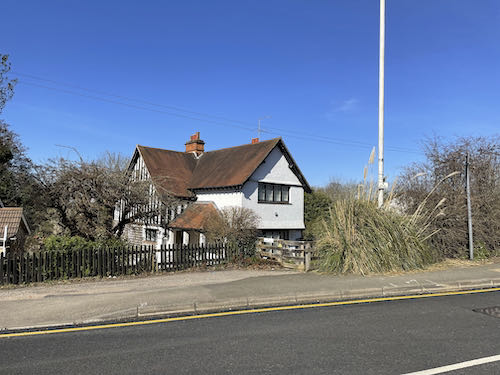 Ancient house on Swakeleys to Grand Union Loop
