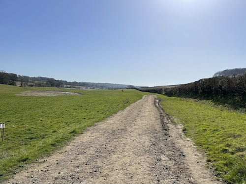 The path leading away from Amersham on the Misbourne Valley loop