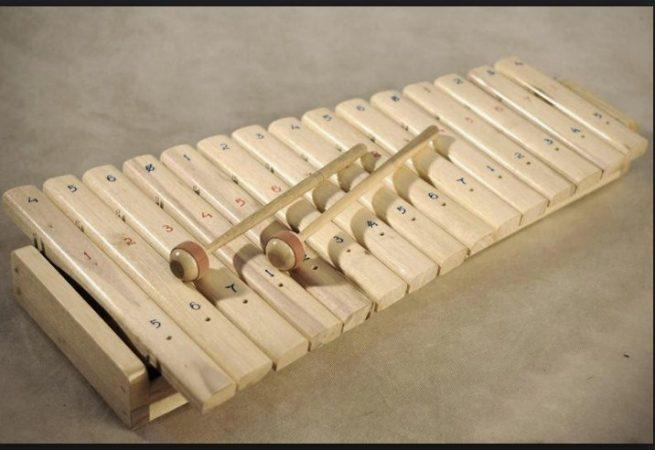 Alat musik tradisional Kolintang