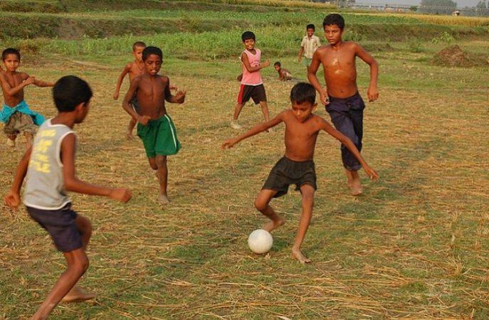 Bermain Bola Plastik Yang Seru Dan Ramai