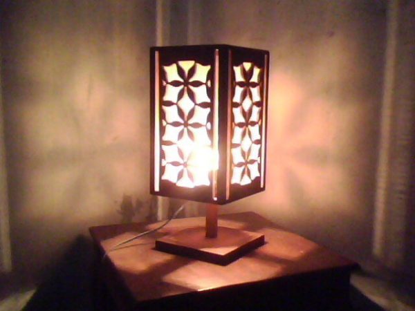 Lampu Hias dari Limbah Kayu