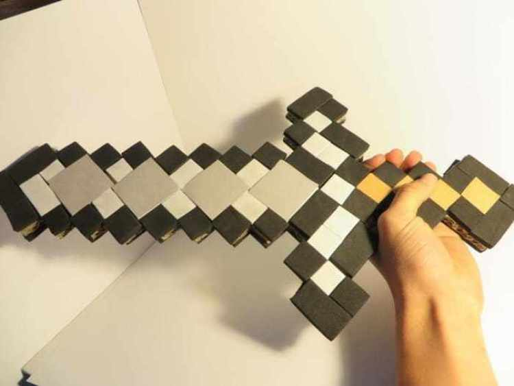 Pedang Dari Limbah Kardus