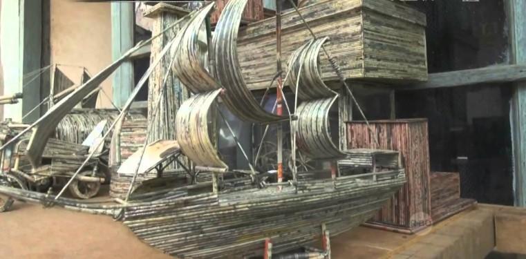 Replika Perahu Layar Dari Limbah Koran Bekas